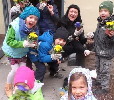 dzieci i kwiaty
